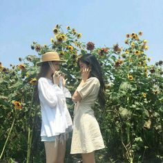 Uploaded by banana Find images and videos about girl, friends and korean on We Heart It - the app to get lost in what you love. Mode Ulzzang, Ulzzang Korean Girl, Ulzzang Couple, Uzzlang Girl, Couple Aesthetic, Aesthetic Girl, Couples Lesbiens Mignons, Korean Best Friends, Cute Lesbian Couples