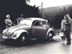 A trip into the German uplands in October 1958. According to a brochure from 1955, the Volkswagen Beetle had a climbing power of 37%. Thanks to its remarkable pulling force, the car easily chauffeured three generations of this family through the Harz Mountains.