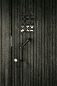 Villa Mairea - Front Door detail | Noormarkku, Finland | 1938 | Alvar Aalto - Picture by Dieter Janssen, July 18th, 2003