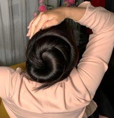 VIDEO - Heavy mane, big buns - RealRapunzels Long Hair Ponytail, Bun Hairstyles For Long Hair, Beautiful Hairstyles, Long Hair Play, Very Long Hair, Black Hair Aesthetic, Hair Gif, Long Indian Hair, Beautiful Long Hair