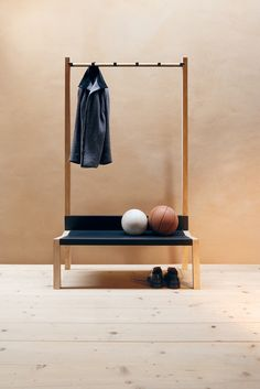 Furnitecture - Möbel und Architektur // YAK Garderobe by Moormann