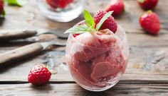 Schnelles Magerquark-Erdbeereis zum Sofort-Löffeln
