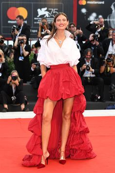Bianca Balti, Ethnic Outfits, Colourful Outfits, Look Star, Italian Models, Naomi Watts, Donna Karan, Lace Skirt, High Fashion