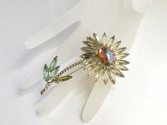 Vintage Schreiner flower brooch daisy by JewelryOnVintageLane