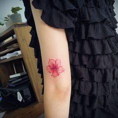 Único tatuagem da flor de cerejeira por Doy