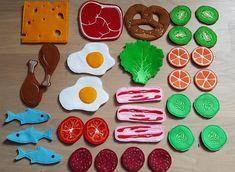 Felt Crafts, Diy And Crafts, Crafts For Kids, Felt Doll House, Felt Kids, Felt Play Food, Food Patterns, Felt Dolls, Diy Toys