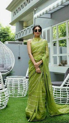 Sari Blouse, Sari Dress, Saree Blouse Designs, The Dress, Sari Silk, Simple Sarees, Trendy Sarees, Stylish Sarees, Slides Outfit