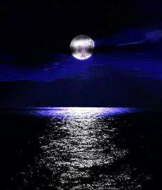 La Luna sobre el #Mar de Aragón  Provincia de #Zaragoza