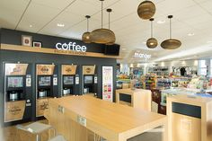 Agencement station service Total Argedis / Mobilier café lounge / Mobilier bois naturel Station Essence, Restaurants, Boutique, Service, Conference Room, Garage, Lounge, Retail, Table