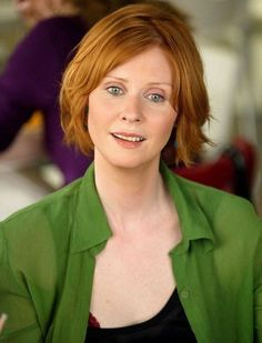 Cynthia Nixon alias Miranda Hobbes - The Sex and the City girls' beauty secrets - Her features: Blue eyes, a glowing complexion and shiny hair. Beauty secrets to steal from Miranda: > Her misty-eyed look Her secret: A combination of blue eyes, pink eyeshadow and red hair...