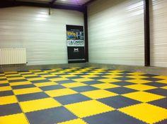 Im Handumdrehen eine bunte Oberfläche zum Spielen und lernen schaffen. Das ist mit diesen für Spielflächen geeigneten Bodenfliesen mühelos möglich. Contemporary, Rugs, Home Decor, Flooring Tiles, Ideas, Farmhouse Rugs, Interior Design, Home Interior Design, Floor Rugs