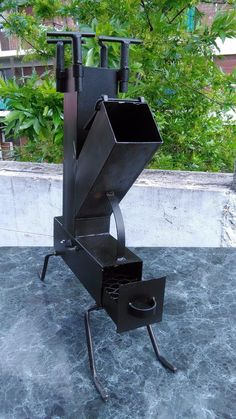 cocina rocket Rocket Stove Design, Diy Rocket Stove, Rocket Heater, Rocket Stoves, Grill Oven, Bbq Grill, Metal Art Projects, Welding Projects, Custom Bbq Smokers