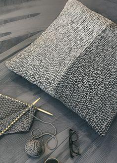HEKLET STORPUTE | free pattern | crocheted pillow | crocheted interior | crochet pattern My Design, House Design, Diy Interior, Free Pattern, Tote Bag, Pillows, Threading, Crochet Granny