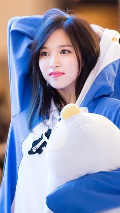 Omoooo this penguin is so cuteeeee Kpop Girl Groups, Korean Girl Groups, Kpop Girls, Nayeon, Oppa Gangnam Style, Twice Kpop, Myoui Mina, Japanese American, Asian Hair