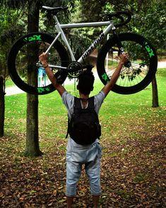 Photo:@xxorrtizz @overr.timee  Fixer:@johan_acbdo  #fixieporn #fixielatina #fixerupper #fixiedgear #fixiecolombia #fixie #fixied… Fixer Upper, Latina, Colombia, Bicycles