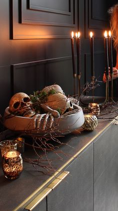A Gothic Halloween Bash - The House of Silver Lining elegant-halloween-decor-skeleton-skull-heads-centerpiece-black-dining-room Spooky Halloween, Table Halloween, Halloween Dinner, Halloween Home Decor, Halloween Birthday, Halloween 2020, Holidays Halloween, Halloween Themes, Halloween Centerpieces