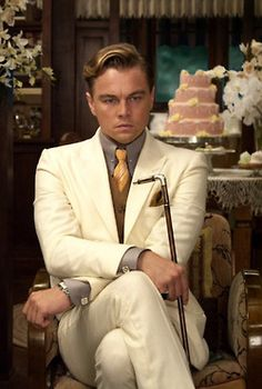 Year: 2013 Description: Leonardo DiCaprio as Jay Gatsby exhibits Dandyisim through his 3 piece suit and cane. Great Gatsby Fashion, Great Gatsby Party, The Great Gatsby, Great Gatsby Men Outfit, 1920s Mens Fashion Gatsby, Mens Gatsby Style, Roaring 20s Fashion, 1920s Party, 1920s Style