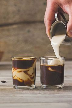 Iced Coffee Recipes You Need in Your Life Vietnamese Iced Coffee is a must try - so delicious!Vietnamese Iced Coffee is a must try - so delicious! Vietnamese Iced Coffee, Thai Iced Coffee, Iced Tea, Café Chocolate, Chocolate Powder, Healthy Chocolate, But First Coffee, Coffee Cafe, Coffee Shops