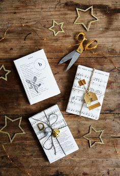 Diy Christmas Wrapping Ideas Sheet Music New Ideas Diy Christmas Presents, Diy Holiday Gifts, Christmas Gift Wrapping, Christmas Diy, Christmas Carol, Wrapping Ideas, Paper Wrapping, Diy Gifts Last Minute, Diy Cadeau Noel