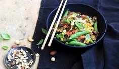 Enregistrer Kung Pao Chicken, Ethnic Recipes, Food, Confit Duck Leg, Duck Confit, Lemon Grass, Eten, Meals, Diet