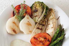 Verduras a la barbacoa con salsa de yogur