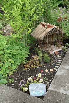 Fairy house in summer - good idea for empty spot in garden. You know the spot were nothing can/will grow.