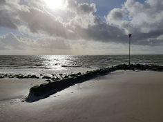 Koud strand op Ameland
