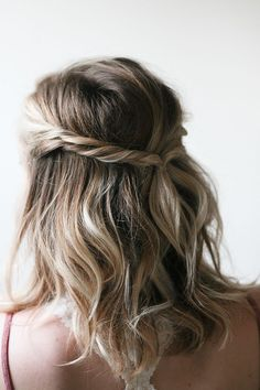 Photos and directions by beauty contributors Molly and Joanna of Irrelephant Today our beauty contributors are sharing an easy half up hairdo. It's perfect for summer and a great option for that in-b