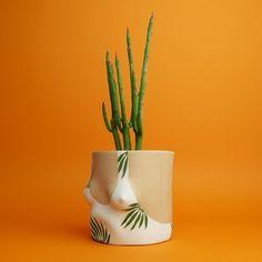 heller Boob-Pot mit Blätterprint - Vorbestellung möglich -   Übertopf aus Keramik von Group Partner   Artikelnummer: GP-LightLeaf