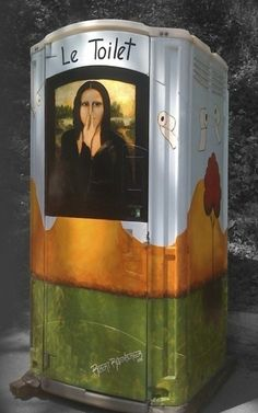 Le Toilet. Von Robert Rodenberger. Laut Originalbeitrag von Adriana Faranda war das Toilettenhäuschen bei einem Kunstfestival im Piedmont Park in Atlanta (USA) aufgestellt. Heimseite des Künstlers: http://www.robertrodenberger.com