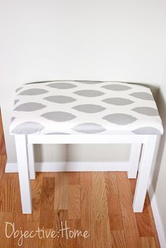 Ikea table to bench, easy DIY. Possible inexpensive ottomans for living room Small Projects Ideas, Home Projects, Ikea Table, Diy Table, Furniture Making, Diy Furniture, Small Bench, Diy Bench, Diy Stool