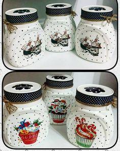 23 Clever DIY Christmas Decoration Ideas By Crafty Panda Wine Bottle Art, Diy Bottle, Wine Bottle Crafts, Mason Jar Crafts, Mason Jars, Decoupage Jars, Handmade Kitchens, Shabby Chic Crafts, Painted Jars