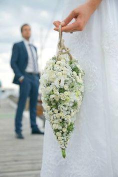 Wedding Flowers very large Teardrop en bérets Roses and Ivory