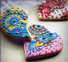 """Crème Delicious """"edible artistry"""" cookies with henna-inspired design"""