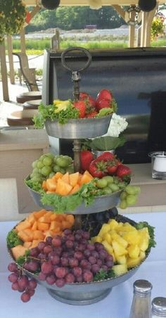 fruit - the perfect healthy snack tray ideas Caramel Cheesecake Dip Party Trays, Party Platters, Food Platters, Party Fruit Platter, Serving Platters, Fruit Displays, Dessert Bars, Appetizer Recipes, Food And Drink