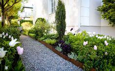 SCHYSSTA LÖKAR & MINA TIPS – House of Philia House Of Philia, Sidewalk, Backyards, Tips, Plants, Side Walkway, Walkway, Plant, Walkways