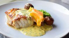 Smørstekt Skrei med deilig tilbehør - Nå er sesongen her! Fish And Seafood, Baked Potato, Nom Nom, Food And Drink, Potatoes, Chicken, Baking, Dinner, Breakfast