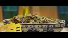 Tiras de carne com moyashi e gengibre