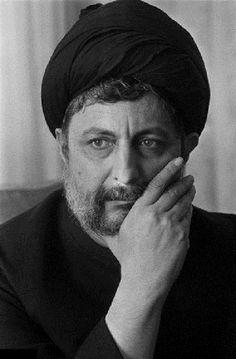 سيد موسى بن سيد صدر الدين الصدر المولود في قم سنة 1928م والذي غيبه اللعين القذافي سنة 1978