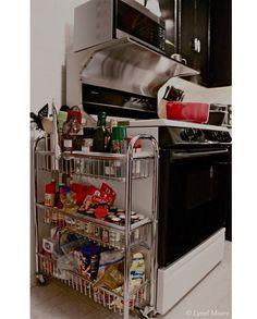 Quem não quer acabar com a bagunça das panelas e potes? Nossa lista mostra 18 truques bacanas para organizar e aproveitar o espaço na cozinha