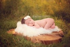 Outdoor Newborn Session by Beth Lee Photography :: Inspire Me Baby