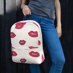 Dieser mittelgroße Rucksack ist genau das Richtige für den täglichen Gebrauch oder sportliche Aktivitäten! Die Taschen (einschließlich einer für Ihren Laptop) bieten viel Platz für alles Notwendige, während das wasserfeste Material das Innere vor dem Wetter schützt. • Hergestellt aus 100% Polyester • Abmessungen: H 42 Trends, Material, Bags, Sports Activities, Red Lips, Weather, Nice Asses, Handbags, Bag
