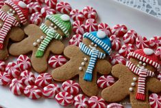 a winter gingerbread men Iced Sugar Cookies, Christmas Sugar Cookies, Christmas Sweets, Christmas Gingerbread, Christmas Goodies, Christmas Baking, Cute Cookies, Cupcake Cookies, Gingerbread Man Cookies