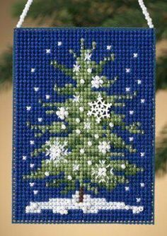 Christmas tree cross stitch ornament @Andrea / FICTILIS / FICTILIS / FICTILIS / FICTILIS / FICTILIS.com
