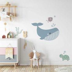 Muursticker walvis in de oceaan voor de kinderkamer - Hip Huisje Ocean Nursery, Nursery Decor, Nursery Ideas, Under The Sea Theme, House Rooms, Door Hangers, Home Decor, Walls, Posters