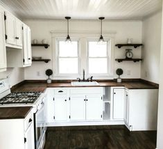 Country Kitchen Cabinets: Pictures, Ideas & Tips From - Cheap Kitchen Kitchen Cabinets Pictures, Country Kitchen Cabinets, Farmhouse Kitchen Decor, Kitchen Redo, Kitchen Ideas, Island Kitchen, Kitchen Cabinets From Lowes, Cheap Kitchen Makeover, 10x10 Kitchen