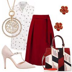Un outfit estivo, originale ed elegante. Gonna bordeaux a campana abbinata ad una camicetta bianca con minuta fantasia di cuori. Décolleté nude con tacco a stiletto. Borsa con manici rossa, nera, e nude. Collana con luminoso ciondolo, piccoli orecchini rossi.