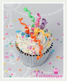 Party Streamer cupcake by Victorious Cupcakes, via Flickr