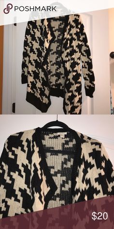 Forever 21 Cardigan Nice and warm Cardigan. Super comfy and great condition! Forever 21 Sweaters Cardigans