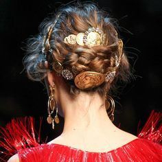 Hairstyle. Hair fashion trends. Braid, diamonds and golden pieces. So you have a 3rd way to style your hair in a classy and organic way. Love this Baroque styling with classical references by Dolce & Gabanna in their ss 2014 rtw  #prefall2014 #prefallcollection #ss2014 #spring2014 #prefall #dolceandgabanna #dolcegabanna #hairstyle #hairstyleoftheday #hairstylist #dailyfashion #heartit #redcarpet #goodnight #cabello #braids #diamonds